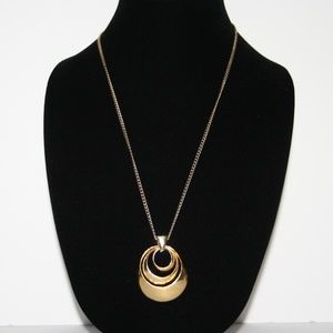 Beautiful vintage gold necklace circle pendant